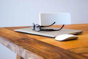 apple-desk-office-technology-300x200